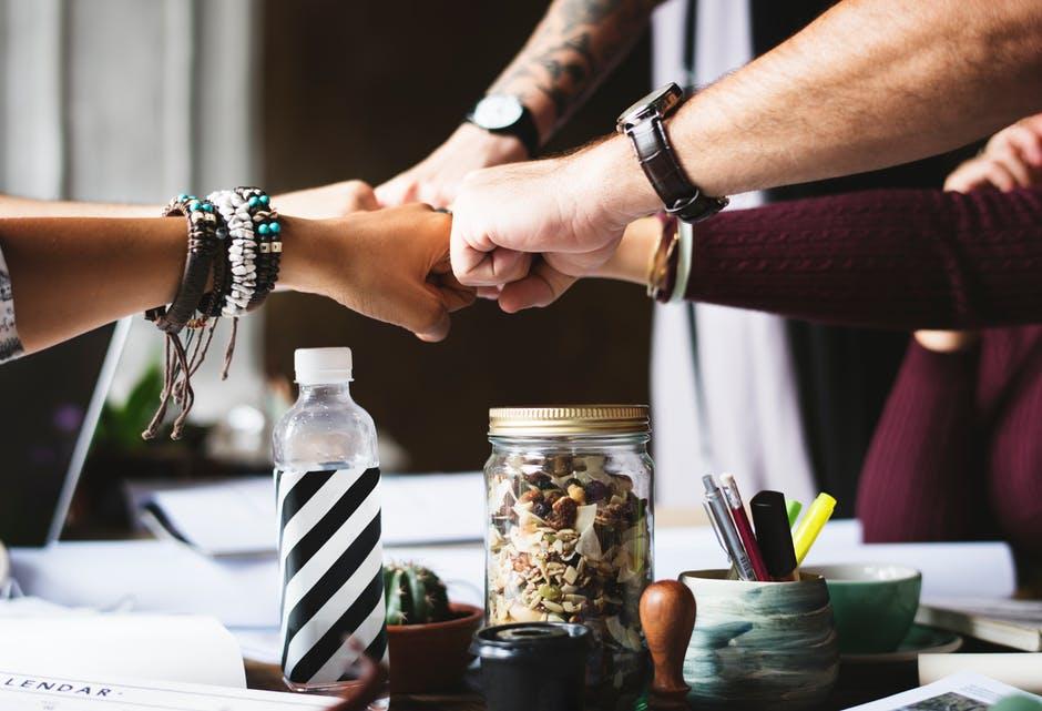 En este post presento una clasificación de los estilos de liderazgo más relevantes y que seguro nos encontraremos plasmados en las diferentes etapas laborales y de nuestra vida en general. La mediación y negociación requieren determinadas cualidades de liderazgo. De hecho, todas las personas, sea cual sea su oficio, deben nutrirse de estas capacidades, pues son útiles en cualquier ámbito.